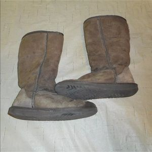 Uggs sz 5 tall brown boots